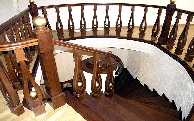 красивая лестница деревянная