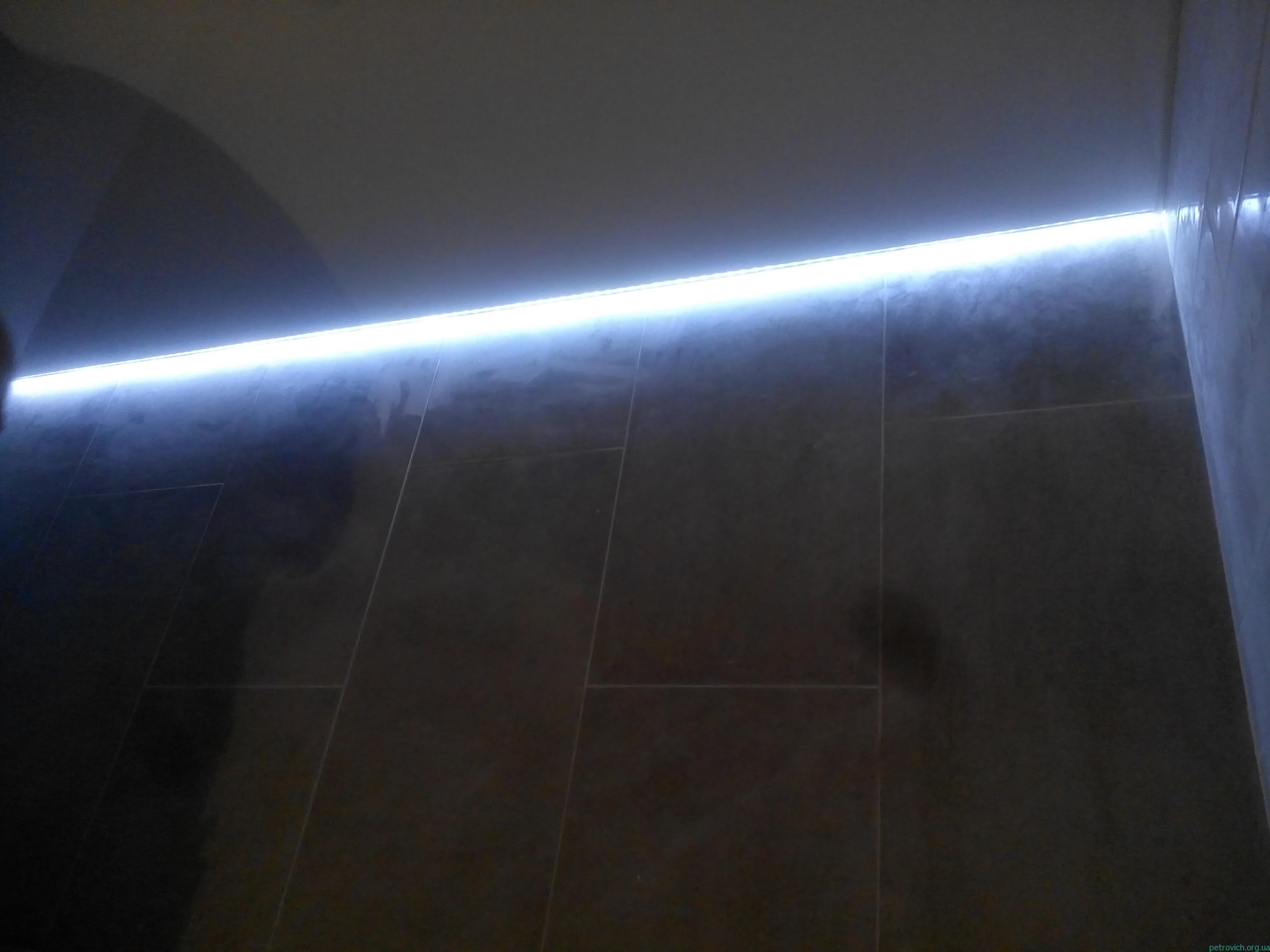 Монтаж натяжного потолка и скрытой подсветки