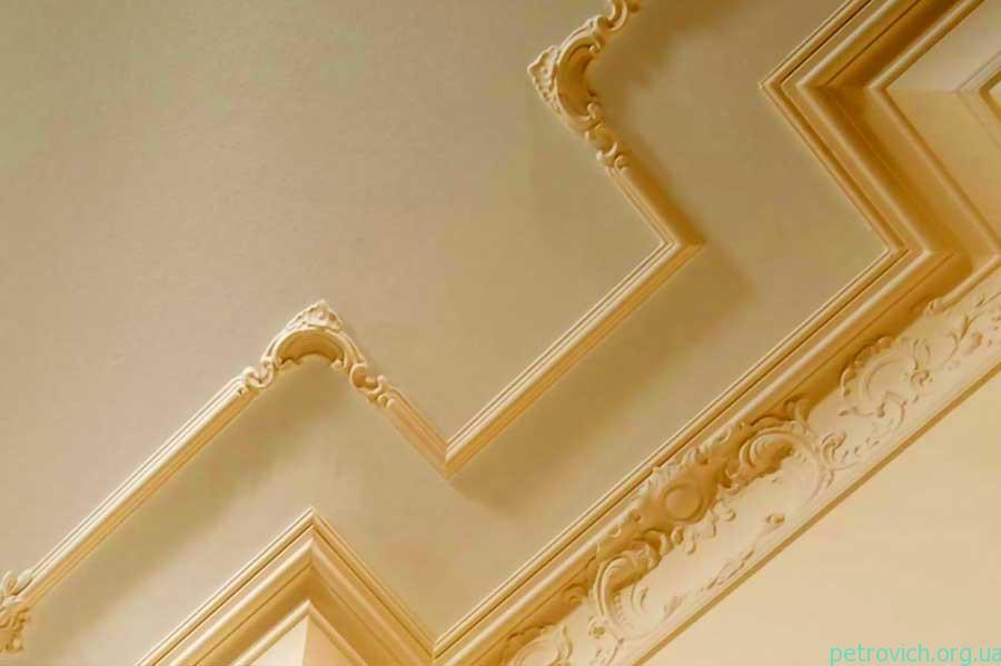 плинтус на потолок