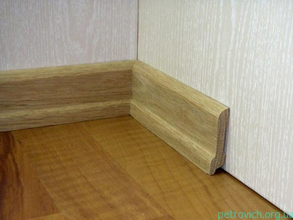 деревянный плинтус